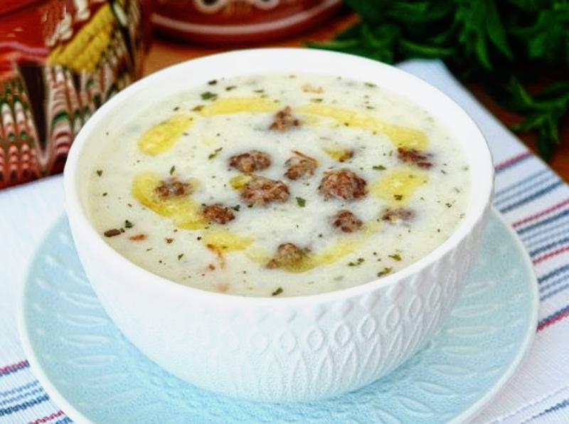 Turkish-Lebeniye-Soup-Lebeniye-Corbasi-Meatball-Soup